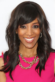 Shaun Robinson's chocolate tresses's waves and bangs looked flawless and low maintenance at the 'Scandal' event.