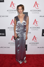 Alysia Reiner was vintage-glam in a silver satin column dress at the 2017 ACE Awards.