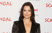 Bellamy Young sported center-parted, feathery waves at the 'Scandal' finale live stage reading.