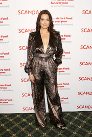 Bellamy Young shone in a deep-V bronze jumpsuit by Winonah at the 'Scandal' finale live stage reading.