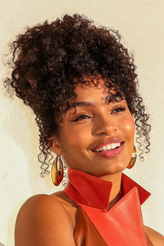 Yara Shahidi wore her hair in messy-glam pinned-up curls for her appearance on CNN Heroes.