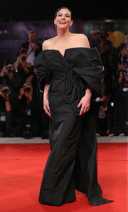 Liv Tyler was diva-glam in a black off-the-shoulder gown by Givenchy Couture at the Venice Film Festival screening of 'Ad Astra.'
