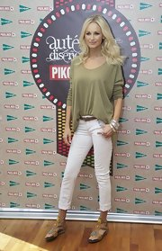 Adriana Karembeu looked casual at the Pikolino shoe launch in tan beaded T-strap sandals.