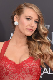 Blake Lively complemented her glamorous hairstyle with a pair of diamond knot studs by Lorraine Schwartz.