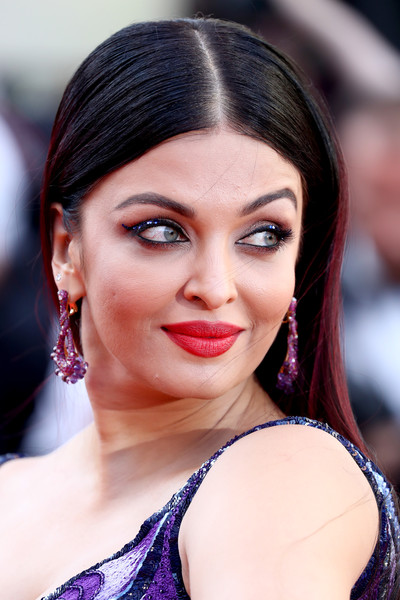 Aishwarya Rai Dangling Gemstone Earrings [girls of the sun,red carpet arrivals - the 71st annual cannes film festival,hair,face,eyebrow,lip,hairstyle,skin,beauty,chin,black hair,lady,may 12,aishwarya rai,screening,palais des festivals,cannes,france,cannes film festival]