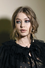 Gigi Hadid looked punky with her heavy gray and red eyeshadow.
