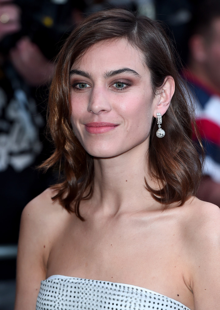 Alexa Chung Medium Wavy Cut - Newest Looks
