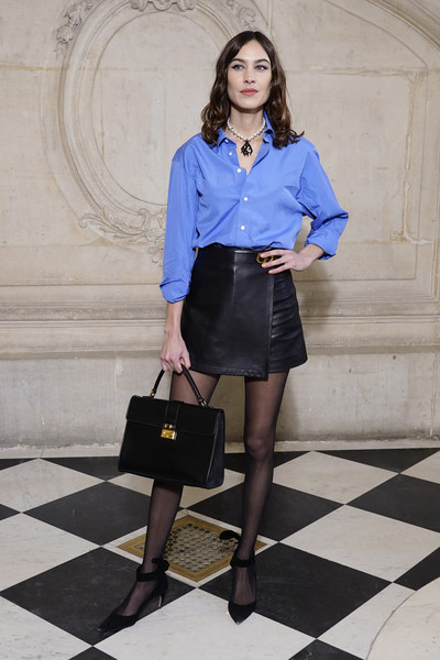 Alexa Chung Single Strap Tote [clothing,blue,cobalt blue,fashion,lady,fashion model,electric blue,snapshot,standing,knee,dior,alexa chung,haute couture spring,part,summer 2020,paris,france,dior haute couture spring,photocall - paris fashion week,show,alexa chung,paris fashion week,dior,haute couture,fashion,fashion week,2020,spring,fashion show]
