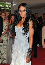 Ciara accented her strapless gown with a long wavy hairstyle that was parted down the center.