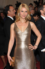 Claire Danes topped her shimmering gown with 5.00 carat old  European cut diamond drop earrings in silver on gold.