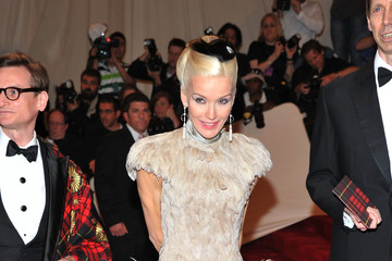 Daphne Guinness Makes a Grand Entrance in Alexander McQueen at the 2011 Met Gala