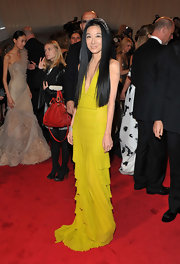 Vera channeled the 20's in a vibrant art deco floor-length chartreuse evening gown. Tres chic!