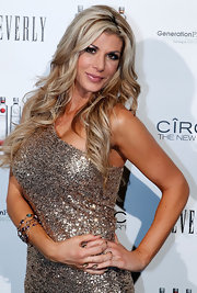 Alexis Bellino wore her blond tresses in loose waves at the Beverly Club in Los Angeles.