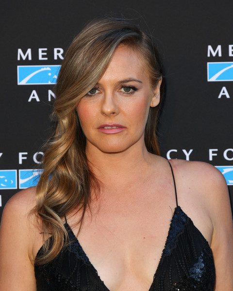 Alicia Silverstone Long Wavy Cut [mercy for animals presents hidden heroes gala 2018 - arrivals,hair,face,hairstyle,eyebrow,brown hair,blond,chin,beauty,long hair,layered hair,california,los angeles,vibiana,alicia silverstone]