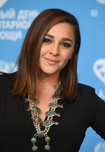 Alisan Porter Medium Straight Cut