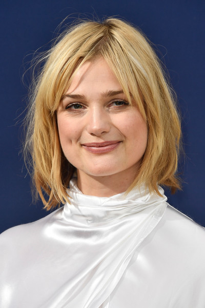 Alison Sudol Bob [hair,face,hairstyle,blond,chin,eyebrow,head,layered hair,lip,bob cut,arrivals,alison sudol,emmy awards,70th emmy awards,microsoft theater,los angeles,california]