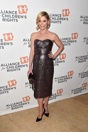Julie Bowen brought plenty of shimmer to the Alliance for Children's Rights dinner with this gunmetal strapless dress.