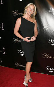 Jane Krakowski livened up her sleek lbd with cream floral print pumps.