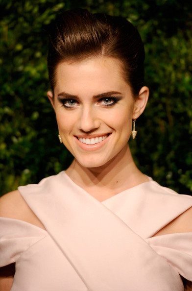 Allison Williams Pompadour