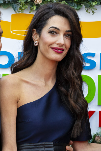 Amal Clooney Berry Lipstick [hair,hairstyle,beauty,long hair,brown hair,shoulder,smile,layered hair,dress,black hair,george and amal clooney,people\u00e2,edinburgh to receive charity award,work,edinburgh,mcewan hall,scotland,tm,clooney foundation for justice,postcode lottery charity gala]