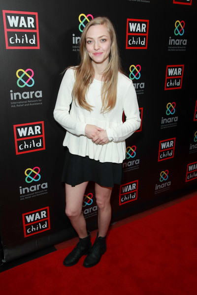 Amanda Seyfried Flat Boots [good for a laugh comedy fundraiser to support children affected by war,good for a laugh,clothing,carpet,premiere,red carpet,footwear,flooring,event,games,children,amanda seyfried,los angeles,california,largo at the coronet,comedy fundraiser,war]