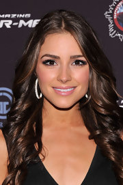 Olivia Culpo's false eyelashes opened up her eyes.