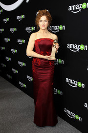 Bernadette Peters kept it classic in an embroidered red strapless gown during Amazon's Golden Globes celebration.