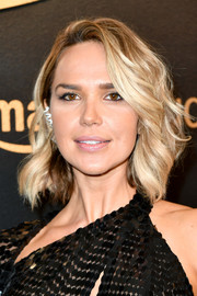 Arielle Kebbel looked cute with her short feathery 'do at the Amazon Studios Golden Globes celebration.