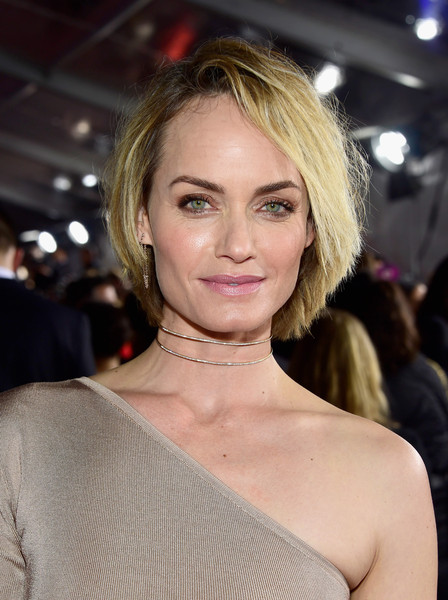 Amber Valetta Messy Cut [hair,face,hairstyle,blond,eyebrow,lip,beauty,chin,skin,layered hair,amber valetta,peoples choice awards,microsoft theater,los angeles,california,red carpet]