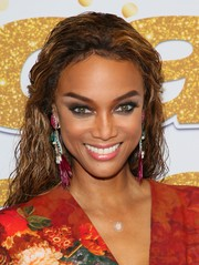 Tyra Banks accessorized with a fab pair of feather and stone earrings by Ranjana Khan.