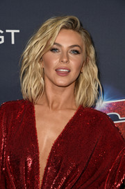 Julianne Hough looked tres chic with her wavy lob at the 'America's Got Talent' season 14 live show.
