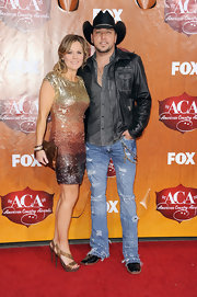 Jessica Aldean wore a gold and bronze ombre sequined dress for the American Country Awards.