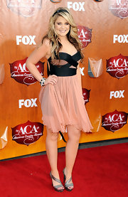 For the ACAs Lauren wore her signature two-toned locks down in thick waves and stepped out in a peachy chiffon cocktail dress with a black bustier. Metallic platforms were the country starlet's footwear of choice.