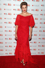 Lucy Lawless was demure and elegant in an off-the-shoulder lace gown at the Go Red for Women event.