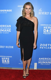 Rebecca Romijn complemented her dress with black ankle-strap sandals.