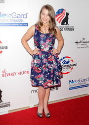 Bindi Irwin hit the red carpet in a cute, floral dress paired with peeptoe pumps.