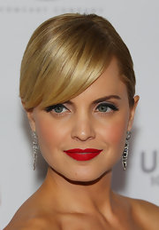 Mena Suvari attended the Australian premiere of 'American Pie: Reunion' wearing vivid red lipstick with a matte finish.