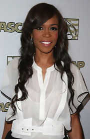 Michelle Williams looked lovely with long, cascading curls.