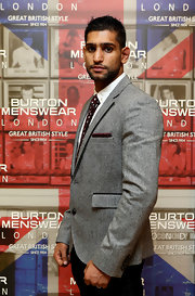 British boxer Amir Khan looks ever-so-smart in this gray marle blazer, complete with a maroon tie and matching pocket square.