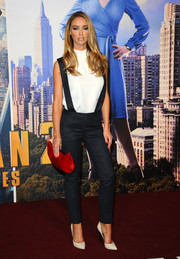 Lauren Pope looked cool in navy pinstripe suspender pants during the premiere of 'Anchorman 2.'