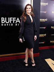 Brooke Shields chose a pair of modern black pumps to complete her look.
