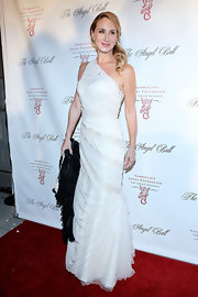 Sonja looked classically beautiful in this white one-shoulder mermaid dress at the Angel Ball.