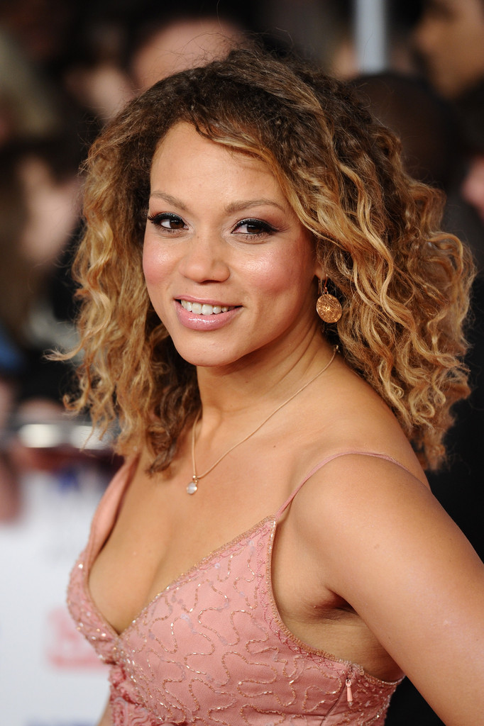 Angela Griffin Looks Stylebistro