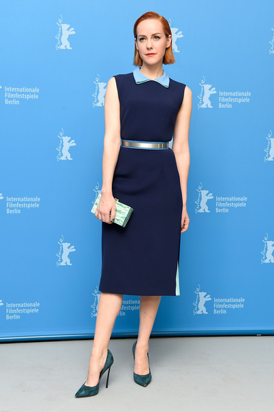 Jena Malone polished off her look with teal suede pumps by Casadei.