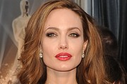 Angelina Jolie's Flawless Makeup at the 2012 Oscars