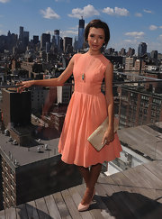 India de Beaufort paired light peach pumps with her pretty pink dress, for a sweet citrus-hued look.