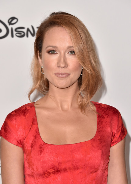 Anna Camp Bob [hair,hairstyle,blond,shoulder,beauty,chin,lip,premiere,neck,brown hair,spectacular - arrivals,mickey,anna camp,90th spectacular,the shrine auditorium,los angeles,california]