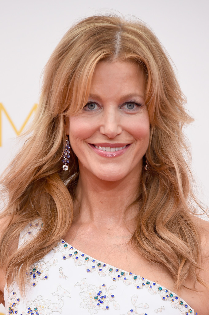 Anna Gunn Long Wavy Cut With Bangs Long Hairstyles