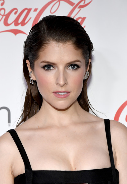 Anna Kendrick Long Side Part [hair,lip,eyebrow,hairstyle,beauty,shoulder,chin,eyelash,forehead,brown hair,anna kendrick,cinemacon big screen achievement awards,omnia nightclub,caesars palace,las vegas,nevada,coca-cola company,cinemacon 2018,convention]