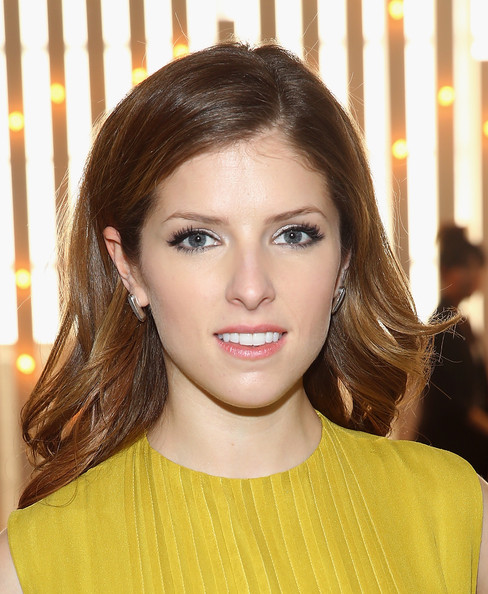 Anna Kendrick Long Wavy Cut
